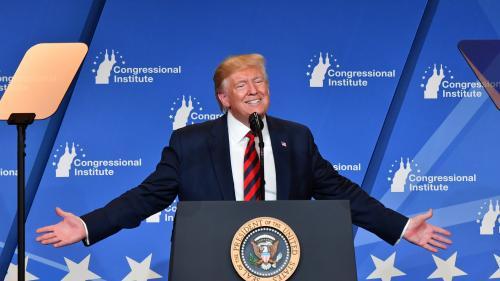 Donald Trump critique les ampoules basse consommation et assure qu'elles lui font un teint orange