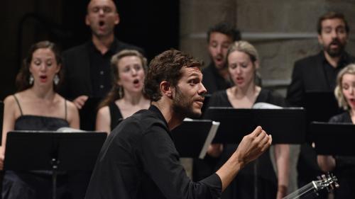 """Raphaël Pichon ovationné par le public d'Ambronay grâce à ses bouleversants """"Grands motets"""" de Bach"""