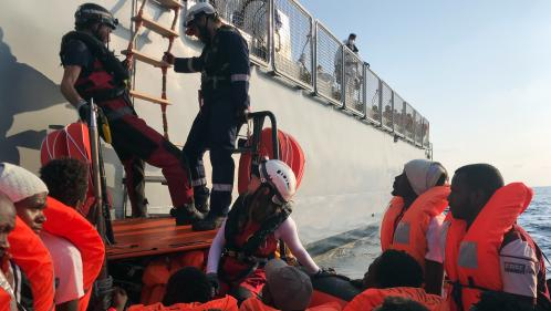 """Débarquement de l'""""Ocean Viking"""" en Italie : """"C'est un soulagement pour nous, un signe extrêmement encourageant"""""""