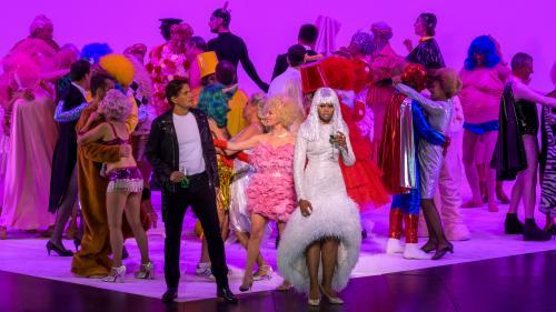 """Une Traviata """"addict"""" aux réseaux sociaux signée Simon Stone à l'Opéra-Garnier"""