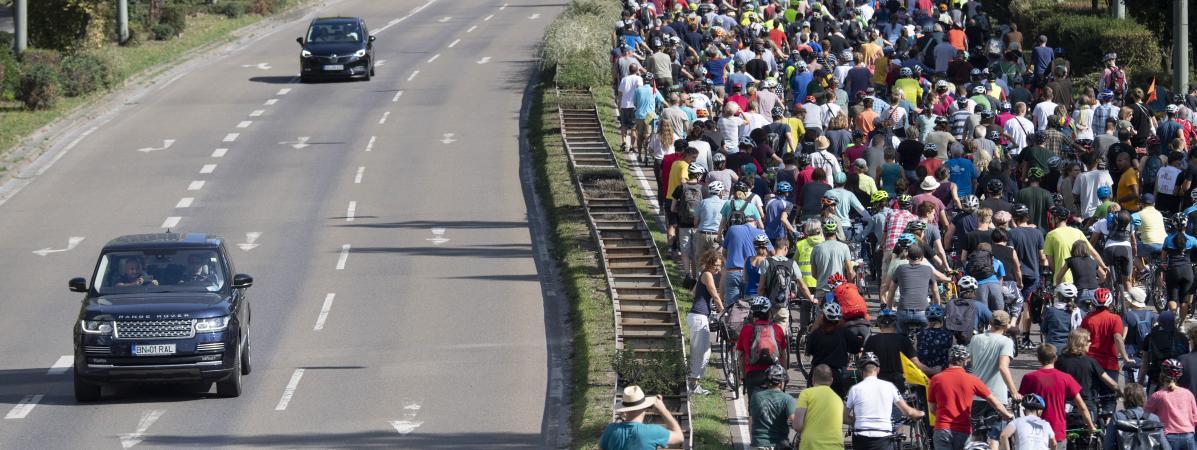 Des milliers d'Allemands manifestent à vélo contre la voiture et la pollution