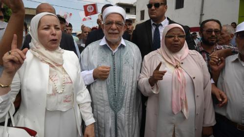 """""""Ils n'aiment pas la démocratie"""" : quel est le poids des islamistes en Tunisie ?"""
