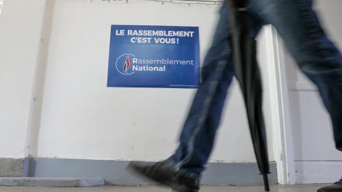 """Le Rassemblement national retire l'accréditation d'un journaliste de """"Libération"""" à son université d'été en raison d'un article puis rétropédale"""