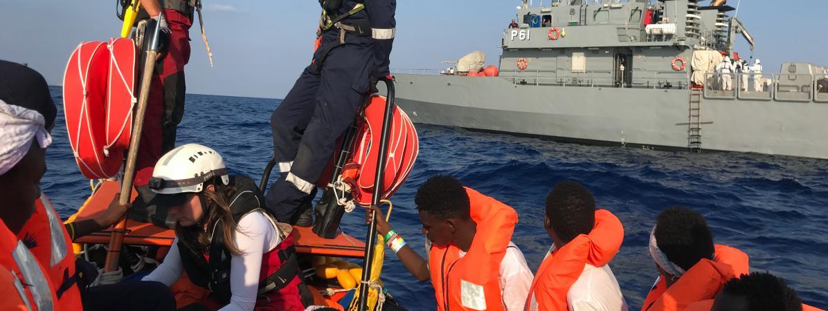 """Migrants : l'Italie autorise le navire humanitaire """"Ocean Viking"""" à débarquer à Lampedusa"""