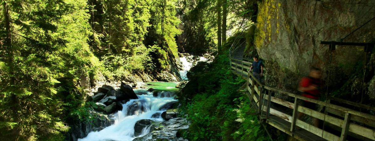 Haute-Savoie : le sac à dos d'un randonneur disparu depuis vendredi retrouvé dans les gorges de la Diosaz