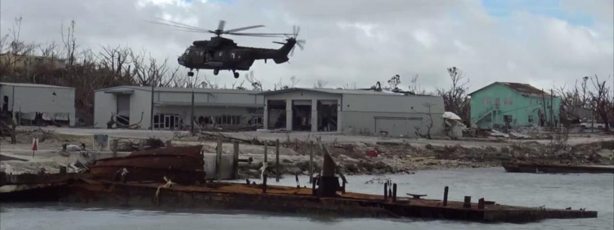 """VIDEO. """"Dorian, c'est bien pire qu'Irma"""" : des soldats français mobilisés aux Bahamas après le passage de l..."""