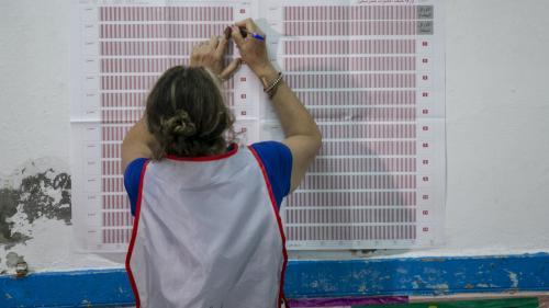Présidentielle en Tunisie : la participation s'élève seulement à 45%, le dépouillement est en cours