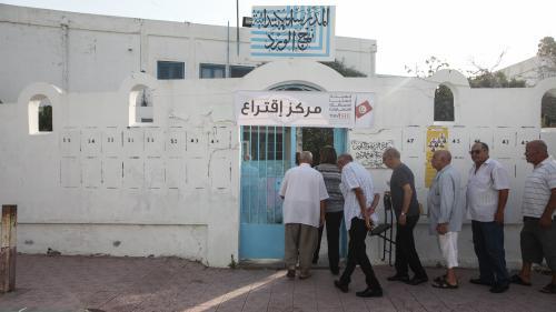 Présidentielle en Tunisie : l'universitaire Kais Saïed en tête du premier tour, selon des résultats portant sur un quart des suffrages