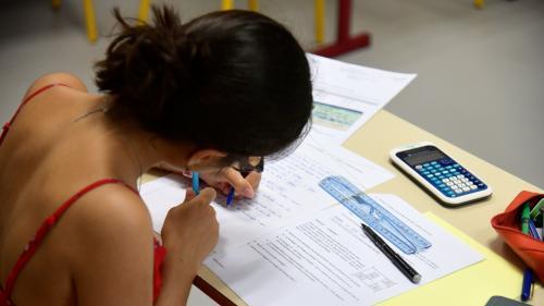 """""""J'ai déjà tout oublié"""": 11000élèves passent leur brevet des collèges, décalé en juin dernier à cause de la canicule"""