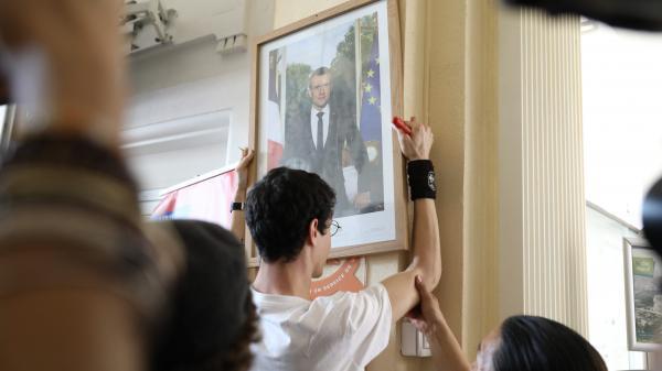 """""""On a été un peu surpris"""", concède l'avocat de deux militants relaxés après avoir décroché le portrait d'Emmanuel Macron"""