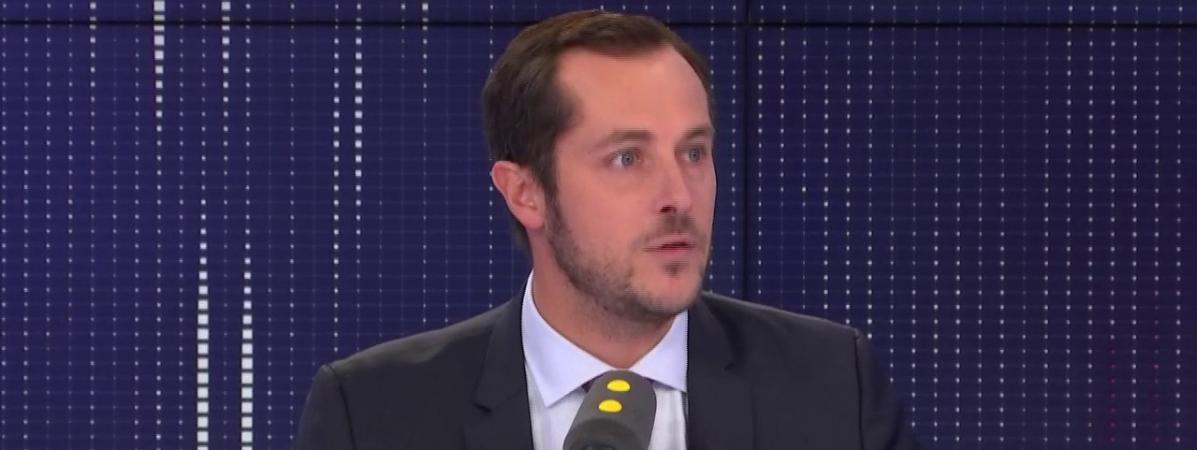 """Débat sur l'immigration : """"On va assister à des bavardages"""" entre le MoDem et LREM, dit Nicolas Bay"""