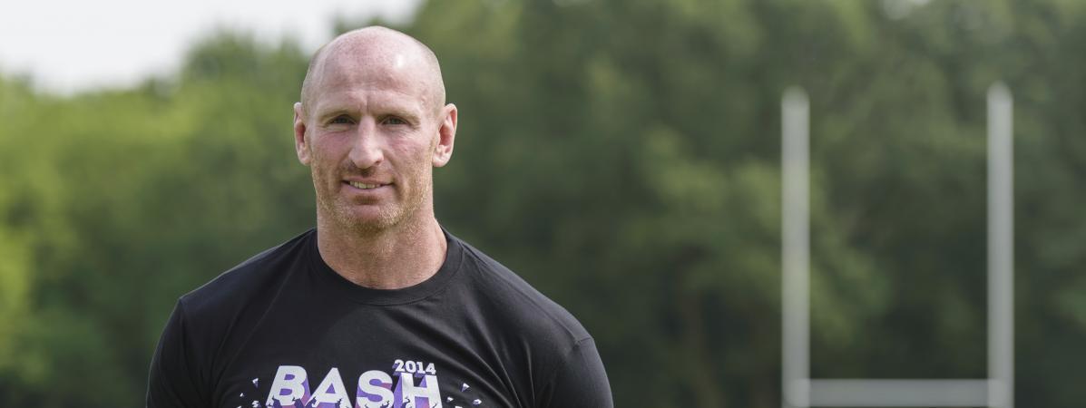 Le joueur de rugby Gareth Thomas annonce sa séropositivité et son combat contre la stigmatisation des malad...