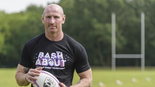Le joueur de rugby Gareth Thomas annonce sa séropositivité et son combat contre la stigmatisation des malades du VIH