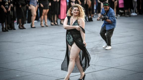 La mannequin Georgia Stein le 15 septembre 2019 à Paris lors du défilé body positive