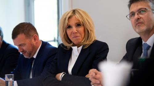 """Brigitte Macron va enseigner aux """"grands décrocheurs"""" scolaires de Seine-Saint-Denis"""