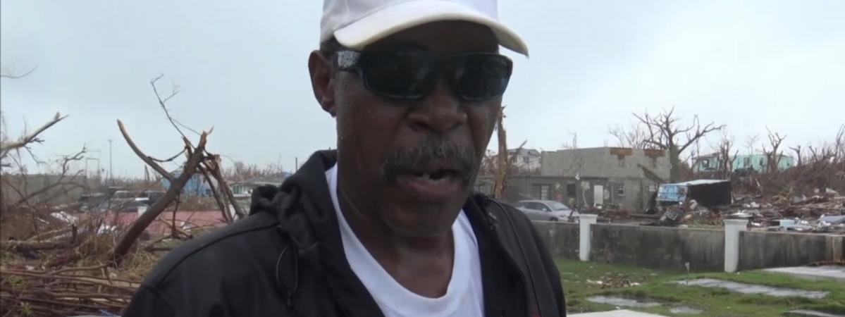 """""""Mon père a été enterré juste ici, sa tombe est partie"""" : sur l'île d'Abaco aux Bahamas, un cimetière famil..."""