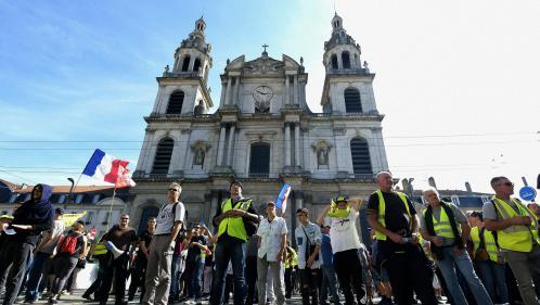 """""""Gilets jaunes"""" : l'IGPN saisie après une vidéo montrant un CRS en train de frapper un manifestant à Nancy"""
