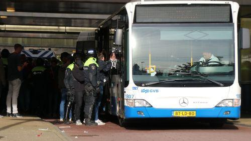 """On a payé 115 euros pour aller en garde à vue"" : un supporter de Lille raconte sa soirée cauchemardesque à Amsterdam"