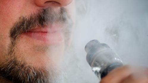 Cigarette électronique : les autorités sanitaires françaises renforcent la vigilance