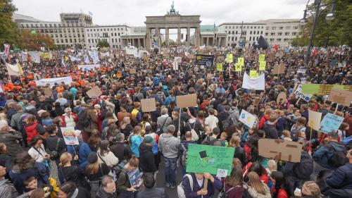 VIDEO. Plus d'un million de manifestants défilent en Allemagne pour la défense du climat