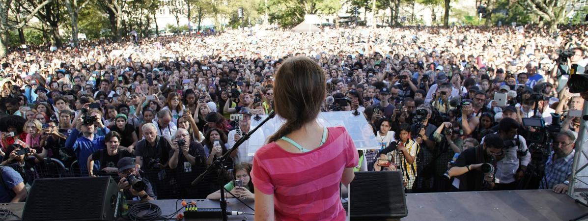 """""""Les adultes ne font rien, quelqu'un doit s'y coller"""" : à New York, des milliers de jeunes défilent pour le..."""