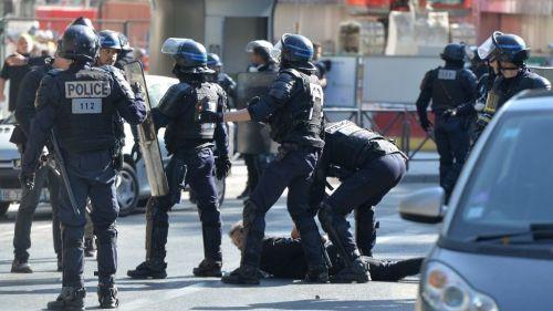 Gilets jaunes : un policier placé en garde à vue pour outrage et rébellion à Paris