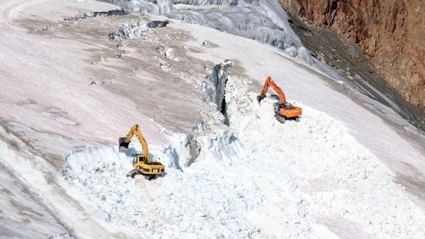 Un glacier autrichien détruit à la pelleteuse pour agrandir un domaine skiable