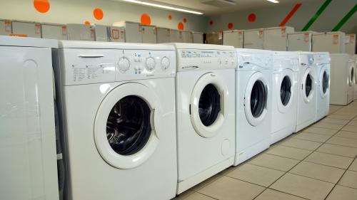 Obsolescence programmée : la durée de vie des lave-linge réduite de 10 à 7 ans ces dernières années, selon un rapport