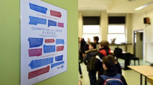 """""""J'aurais aimé une présence plus forte"""": un enseignant pointe les manquements du dispositif gouvernemental pour la laïcité"""