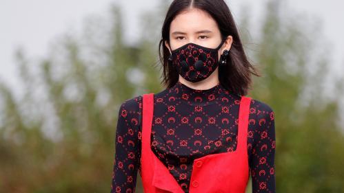"""""""L'apocalypse est déjà là"""" : la créatrice de mode Marine Serre interpelle sur le climat à la Paris Fashion Week"""