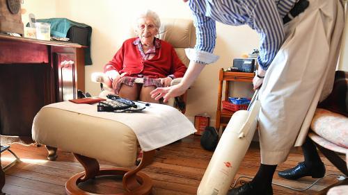 Aide à domicile : le gouvernement renonce finalement à raboter la niche fiscale pour les personnes âgées non-dépendantes