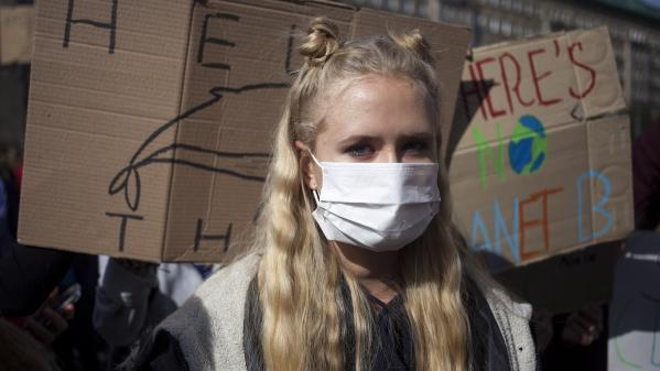 """""""Que les jeunes aillent aussi manifester en Pologne"""" : pourquoi Emmanuel Macron a-t-il ciblé ce pays en évoquant le climat ?"""