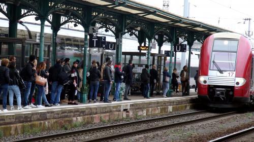 """DIRECT. Grève à la SNCF : un trafic """"exceptionnel"""" en Ile-de-France avec 460 km de bouchons"""