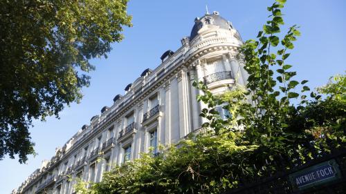 INFO FRANCEINFO. Affaire Epstein: des perquisitions ont eu lieu au sein du domicile parisien du multimillionnaire et à l'agence Karin Models à Paris