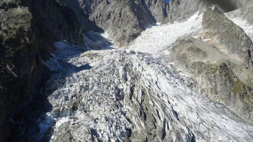 Climat : un glacier du versant italien du mont Blanc menace de s'effondrer