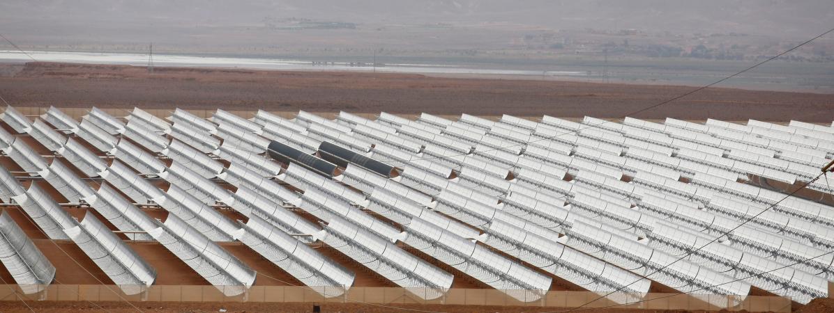 Vue de la centrale solaire de Noor II, près de Ouarzazate au Maroc, le 4 novembre 2016. L\'électricité servira en partie à faire tourner une usine de dessalement d\'eau de mer à Agadir.