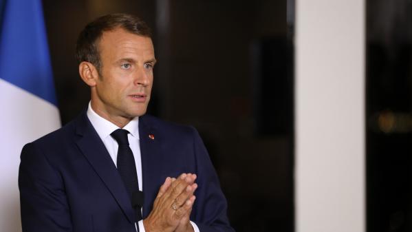 """Immigration: """"La France ne peut pas accueillir tout le monde si elle veut accueillir bien"""", déclare Emmanuel Macron"""