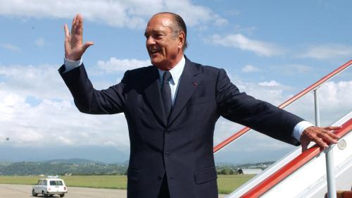 """VIDEO. """"Nous perdons un homme d'Etat que nous aimions autant qu'il nous aimait"""": l'hommage d'Emmanuel Macron à Jacques Chirac"""