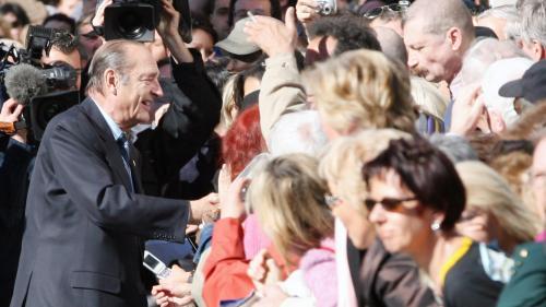 """""""On ne retient pas le bilan, on retient l'homme"""" : comment Jacques Chirac est passé de """"Supermenteur"""" à président préféré des Français"""