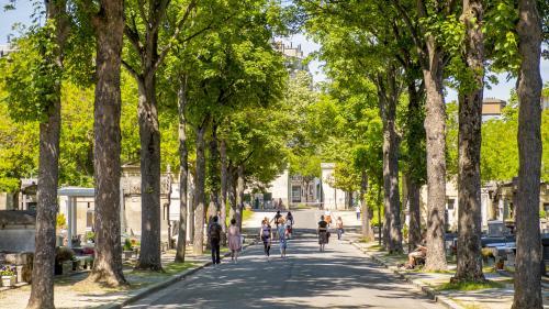 DIRECT. Jacques Chirac devrait être inhumé lundi au cimetière du Montparnasse, à Paris, annonce la famille