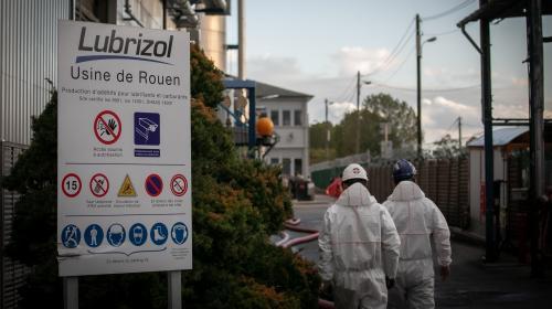 """Incendie à Rouen : le maire de la ville défend Lubrizol, qui """"a toujours respecté les réglementations"""""""