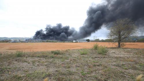 """DIRECT. Incendie de l'usine Lubrizol à Rouen : les produits agricoles exposés restent """"consignés jusqu'à l'obtention de garanties sanitaires"""", affirme le préfet"""
