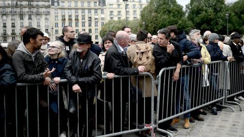 DIRECT. Hommage populaire à Jacques Chirac : le cortège funéraire est arrivé aux Invalides devant des centaines de Français