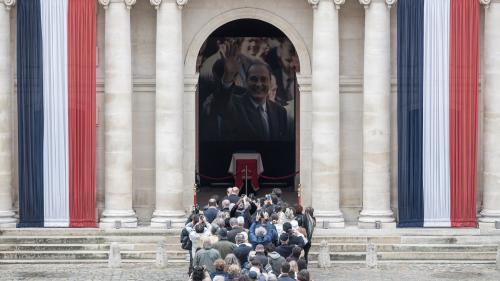 DIRECT. Mort de Jacques Chirac : des milliers de Français continuent de faire la queue aux Invalides, qui resteront ouverts toute la nuit