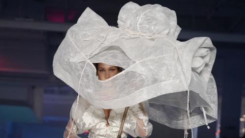 """""""La mode est un gros pollueur"""" : le designer de Vivienne Westwood tance le patron de LVMH qui minimise les propos de Greta Thunberg"""