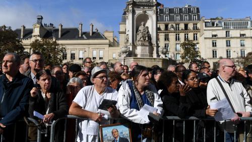 """""""On n'en aura plus d'autre comme lui"""" : devant l'église Saint-Sulpice, les anonymes ont rendu un dernier hommage à Jacques Chirac"""