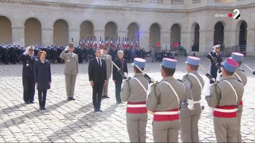 DIRECT. Emmanuel Macron rend les honneurs militaires à Jacques Chirac dans la cour des Invalides
