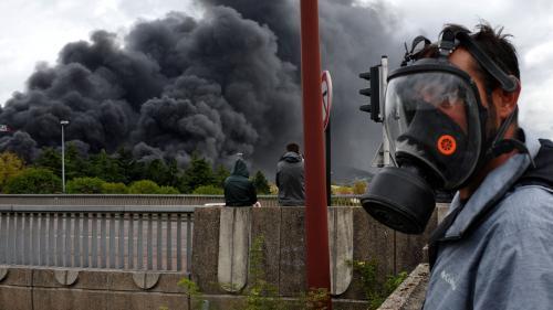 """Incendie de l'usine Lubrizol : """"Ce n'est pas parce que ça sent mauvais qu'il faut avoir peur"""", assure un toxico-chimiste"""