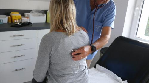 Violences conjugales : la Haute autorité de santé publie un guide pour aider les médecins à mieux les détecter
