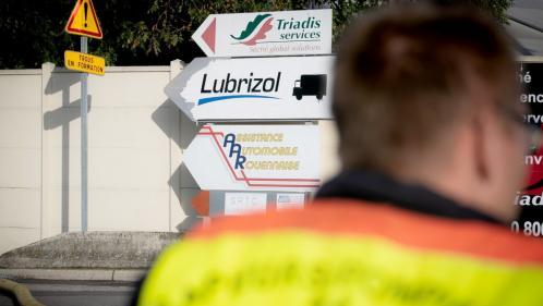 Incendie de l'usine Lubrizol : pourquoi les autorités ont mis du temps à publier la liste des produits chimiques stockés